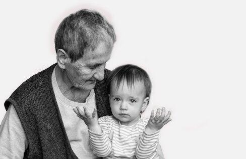 Vanavanem on raskelt haige | Kui palju peaks vanem laste nähes nutma ja kui palju nende eest oma tundeid varjama?