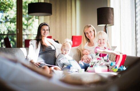 Ines Karu ja Kristiina Koort lastega