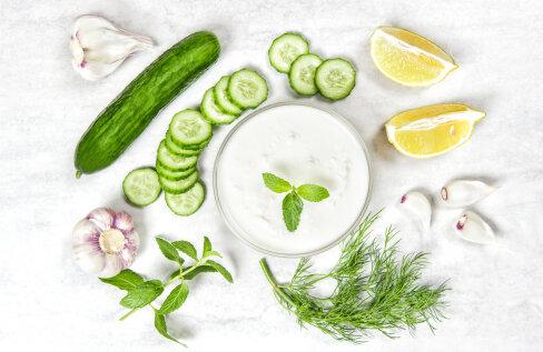 RETSEPT | Külm jogurtikaste – valmib lihtsalt ja täiendab meeldivalt paljusid toite