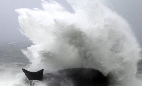 ФОТО и ВИДЕО: В Японии объявлен максимальный уровень опасности из-за мощнейшего за 60 лет тайфуна