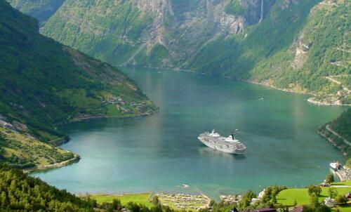 Гейрангер-фьорд и водопад