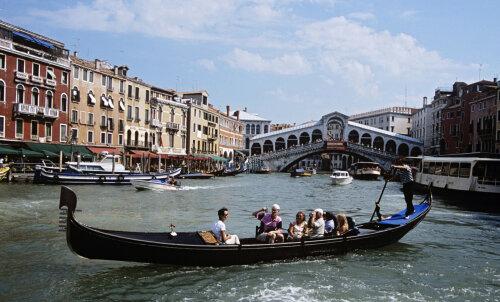 И снова Венеция. Теперь там хотят запретить курить на улице
