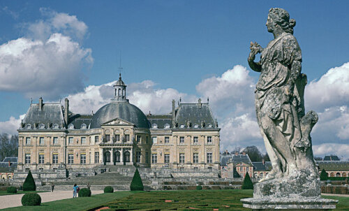 Неизвестные похитили из старинного замка под Парижем драгоценности и наличные на 2 миллиона евро