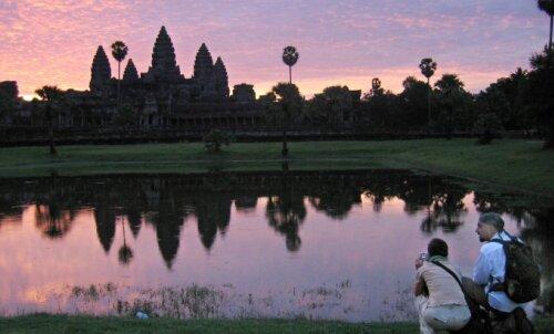 Veider probleem lääne turistidega - alastifotode tegijad rikuvad Angkor Wati templites seadust