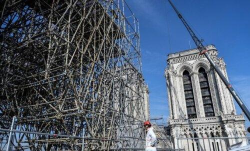 ФОТО: Первые снимки реставрационных работ в соборе Парижской Богоматери