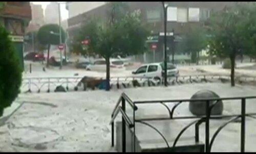 ФОТО и ВИДЕО | Потоп в Мадриде: улицы испанской столицы превратились в бурные реки