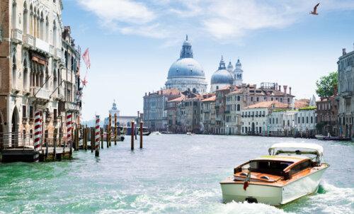 И снова Венеция: власти города вводят туристический налог даже для тех, кто приедет сюда на пару часов — до 10 евро с человека!
