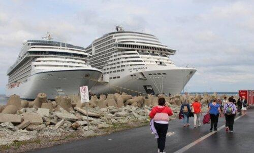 SUUR GALERII | Täna sildus Tallinnas hiigelsuur kruiisilaev — vaata, kui uhke see seestpoolt välja näeb!