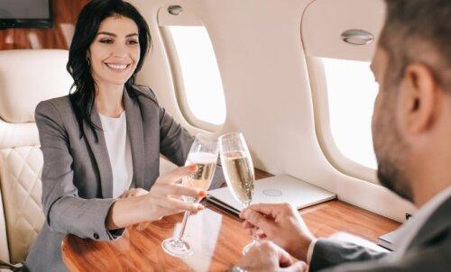 UUS KEELD   Need lennufirmad ei serveeri enam oma lennukite pardal alkoholi