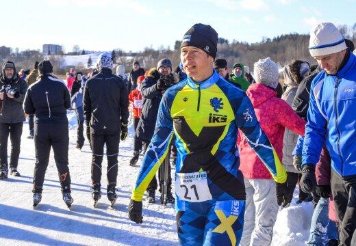 President Kersti Kaljulaid innustab TV 10 Olümpiastarti 4. etapil osalejaid ja viib läbi soojenduse