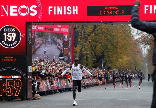 Keenialane Eliud Kipchoge tegi ajalugu, läbides maratoni alla kahe tunni