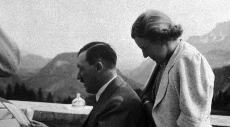 Adolf Hitleri naise püksikute ja öökleidi eest maksti oksjonil kopsakas summa