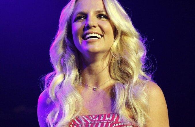 FOTOD: Britney ja Kim kandsid ühesugust kleiti. Kumb on efektsem?