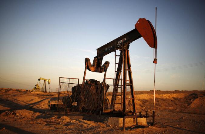 Цена нефти Brent упала ниже 52 долларов за баррель