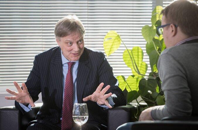 Euroopa advokatuuride ja õigusliitude ühenduse presidendi Ruthven Gemmelli sõnul peab advokaadi ja kliendi omavaheline vestlus olema konfidentsiaalne, sest vastasel juhul ei ole advokaadil võimalik oma klienti kaitsta.