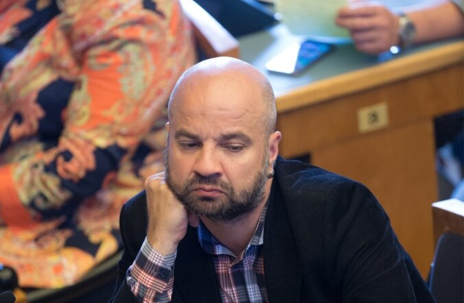 Frustreerunud riigikogu liikmed Riigikogu erakorralisel istungjärgul