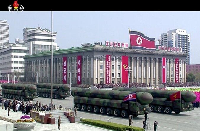 ФОТО: Северная Корея пообещала ответить ядерным ударом на провокации США