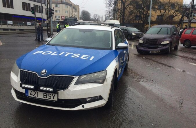 Politseiauto sattus avariisse