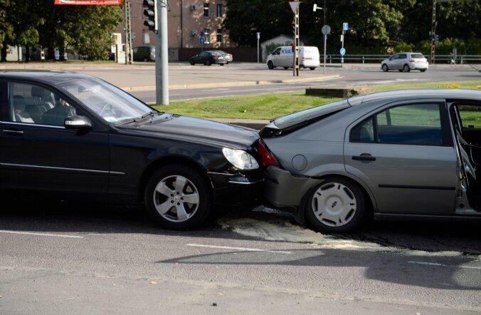 Neljas liiklusõnnetuses sai viga kolm jalakäijat ja üks kaasreisija