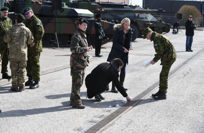 """Женщина-военнослужащая — Delfi: на базе НАТО в Тапа """"женский клуб"""" не нужен"""