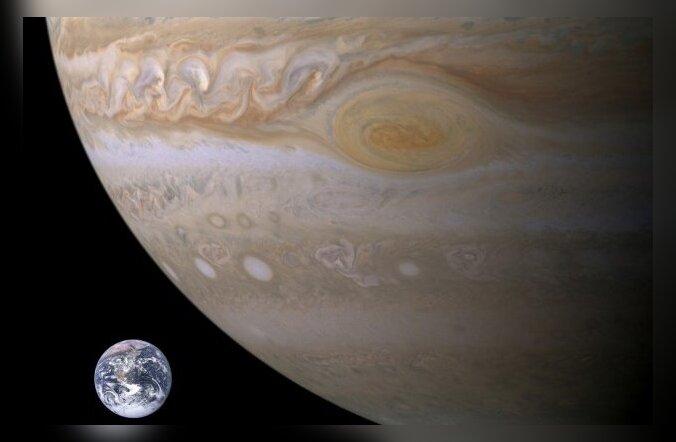 Jupiter on täna kiviga visata