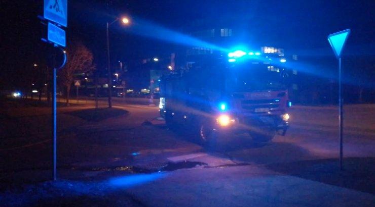 FOTOD ja VIDEO | Tallinnas Lasnamäel põles öösel sõiduauto