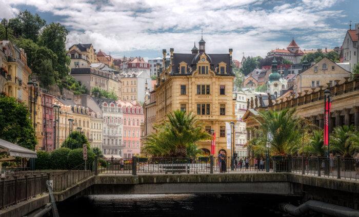 Почему россияне массово избавляются от недвижимости в Карловых Варах