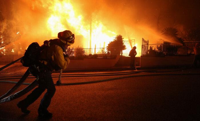 ФОТО и ВИДЕО | Калифорния в огне: пожары уже уничтожили десятки домов