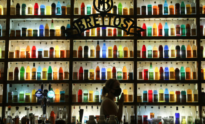 На островах Греции прекращают ночную работу бары из-за вспышки коронавируса