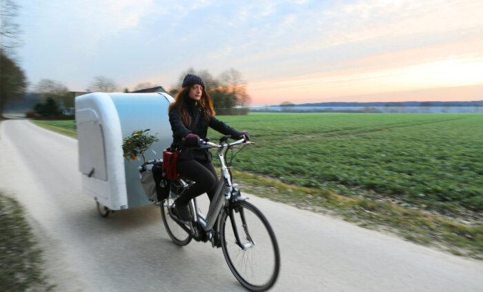 VIDEO JA PILDID: taanlased leiutasid mõnusa kokkupandava majakese rattamatkajale