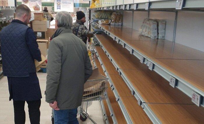 Eestlane Milanos: poodides on toiduained lõppemas, apteekides pole enam maske