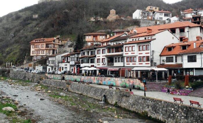 Kosovo – nooruslik, arenev ja veidi räämas