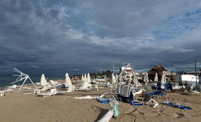 ФОТО и ВИДЕО | Шторм в курортной части Греции: погибли шесть туристов, более 100 травмированы