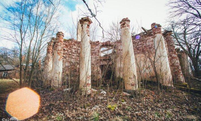 ФОТО | Утраченная слава: старинный замковый комплекс на востоке Латвии