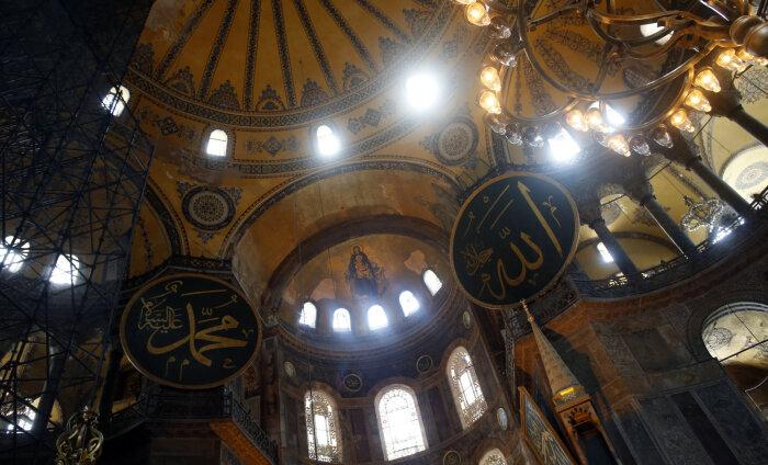Святая София в Стамбуле больше не будет музеем. Эрдоган подписал указ о придании собору статуса мечети