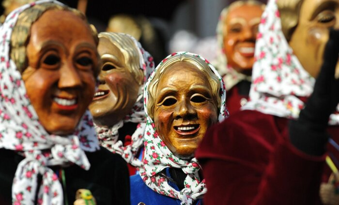 ФОТО. О чем молчат путеводители: зачем жители небольшого города в Германии прячут лица за деревянными масками