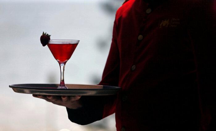 Трезвая Ибица: как власти знаменитых испанских курортов сражаются с неумеренным пьянством гостей