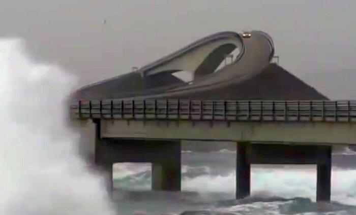 VIDEO: Põhjamaade kõige ekstreemsemal maanteel muutuvad autod lainemurdjateks