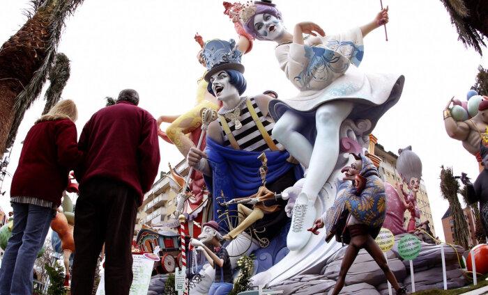 Праздник дня: Фальяс — торжество гигантских кукол и огня в Валенсии