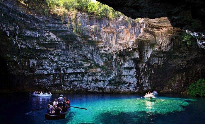 Подземное царство: уникальное озеро Мелиссани, спрятанное в