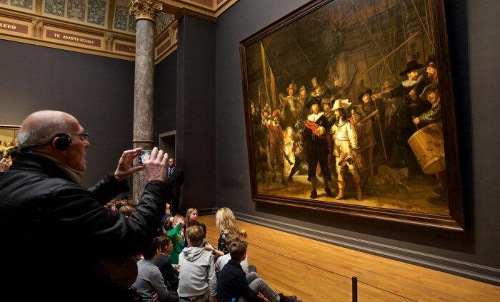 """Последний шанс увидеть """"Ночной дозор"""" перед долгой реставрацией: в Амстердаме открылась крупнейшая выставка Рембрандта (почти 400 работ!)"""