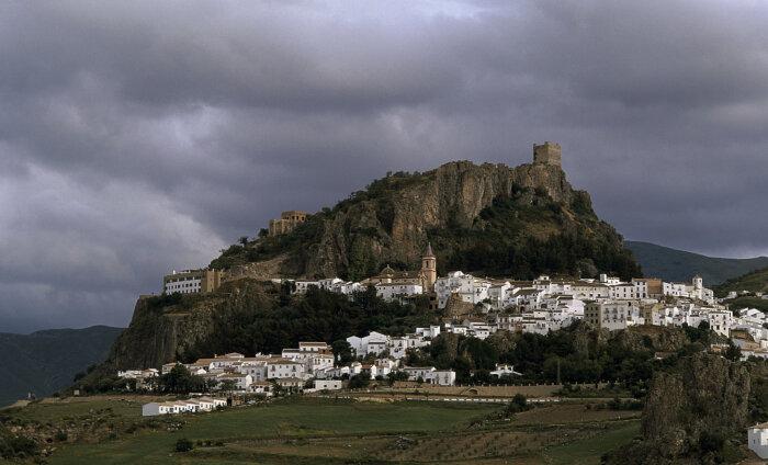 Невероятно! Город-крепость в Испании спас себя от коронавируса