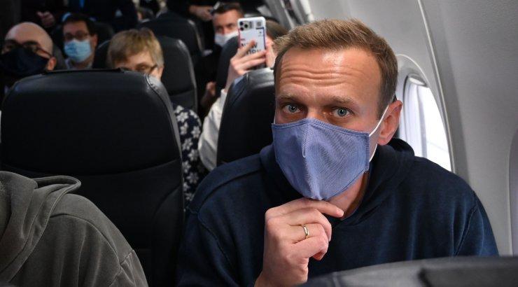 Карнаухов призвал задержать Навального сразу после взлета самолета