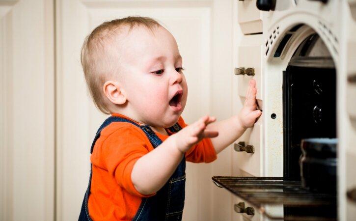 Seda pead teadma: üllatavad asjad ja olukorrad, mis sinu väikelast iga päev kodus ohustavad