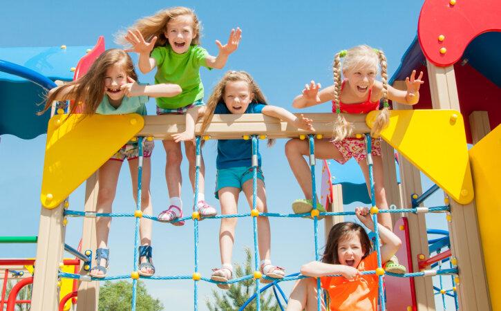 Mõned on ikka täitsa metslased ehk 10 mänguväljaku reeglit, millest osadel vanematel aimugi pole