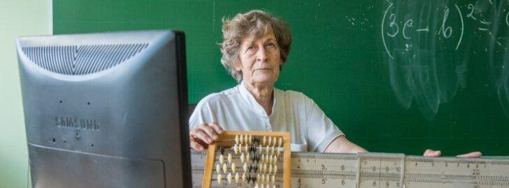 """""""Lükati ja arvelaud on arvuti- ja digiajastul muidugi ajalukku kadunud,"""" räägibLinda Kender oma aine õppevahenditest."""