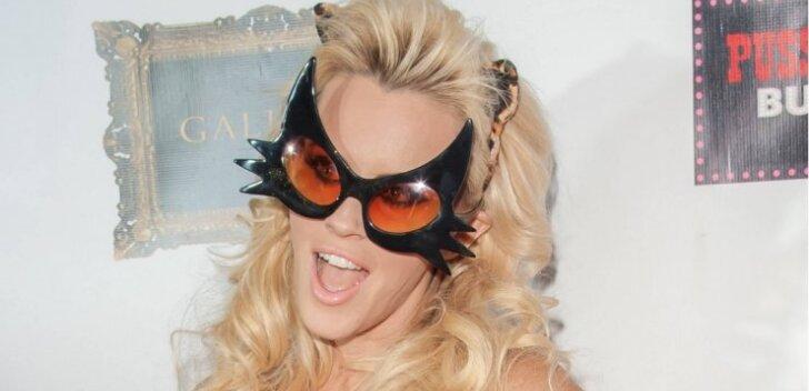 Ära sina nii tee! Narkouimas Playboy modell üritas puuga seksida