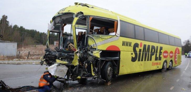 Politsei kinnitusel oli lätlasest bussijuhi elu nõudnud õnnetuse toimumispaigas tee libe. Ennetavat libedustõrjet seal ei tehta, ehkki peaks.