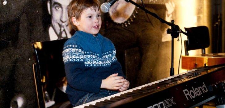 Nunnumeeter põhjas! Mait Malmsteni poeg klimberdas Ott Leplandi klaverit