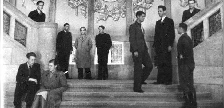 Balti ülikooli lõid pärast 1944. aasta pommitamisi Saksamaale põgenenud Eesti, Läti ja Leedu haritlased. Enne selle sulgemist 1949. aastal õppis Balti ülikoolis ligi tuhat sõjapõgenikku.
